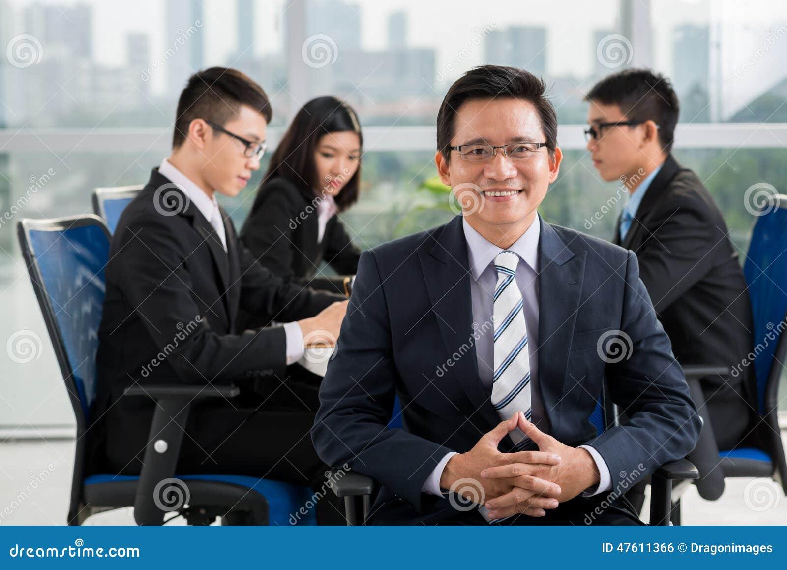 Dojrzały Azjatycki biznesmen