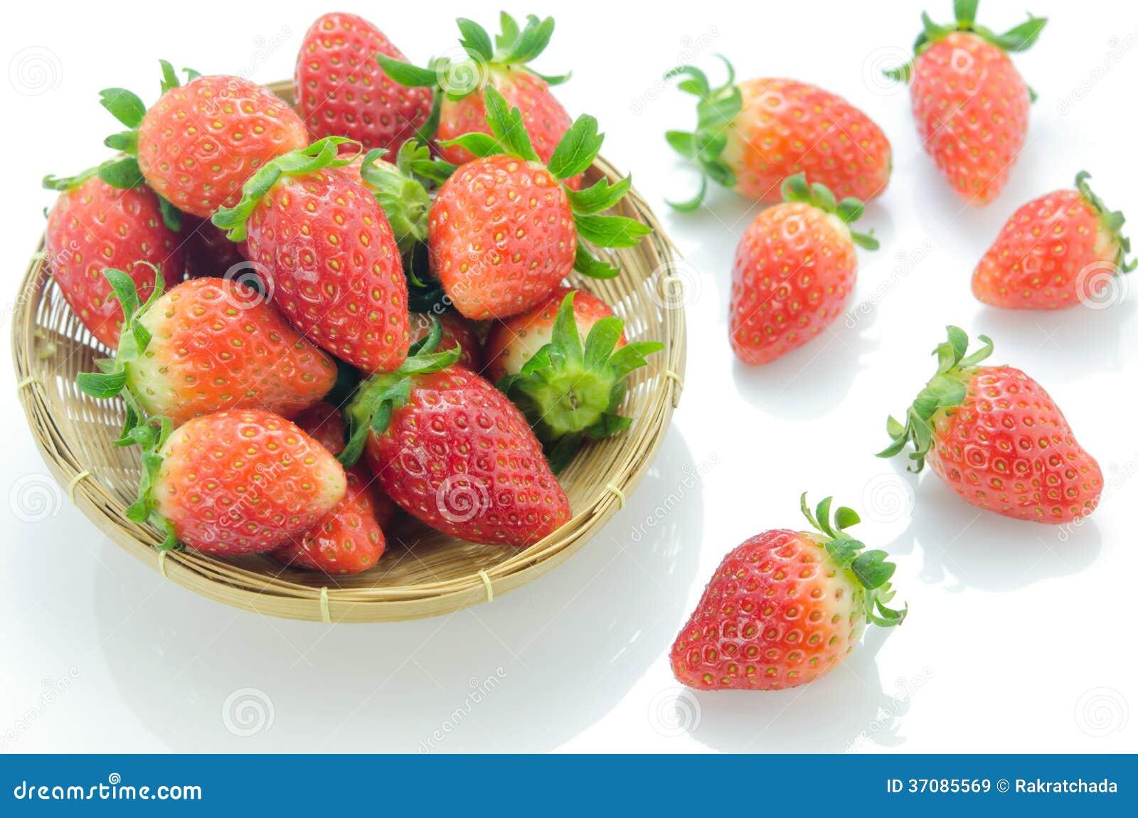 Download Dojrzałe czerwone owoc obraz stock. Obraz złożonej z kosz - 37085569
