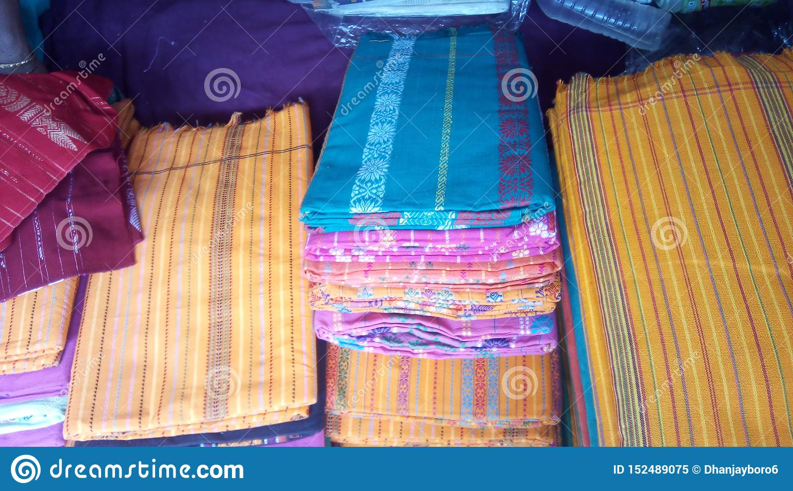 Dokhona tradycyjna suknia Bodo społeczność