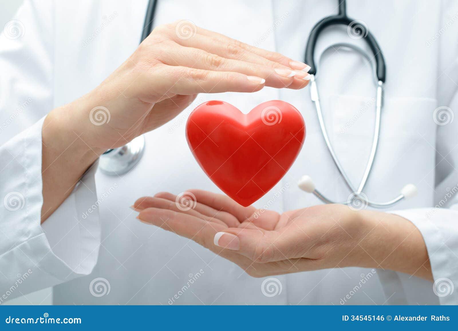 Doktor, der Herz hält
