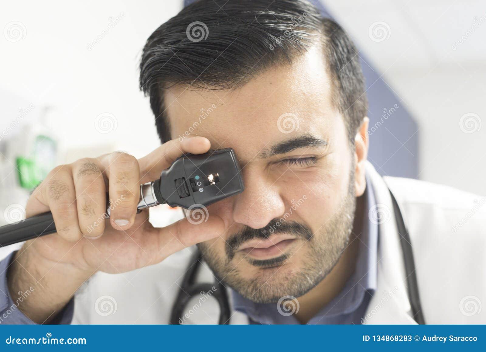 Doktor Examining