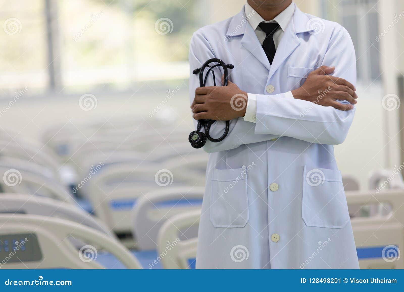 Doktor i sjukhuset som arbetar med minnestavladatoren, begreppet av H