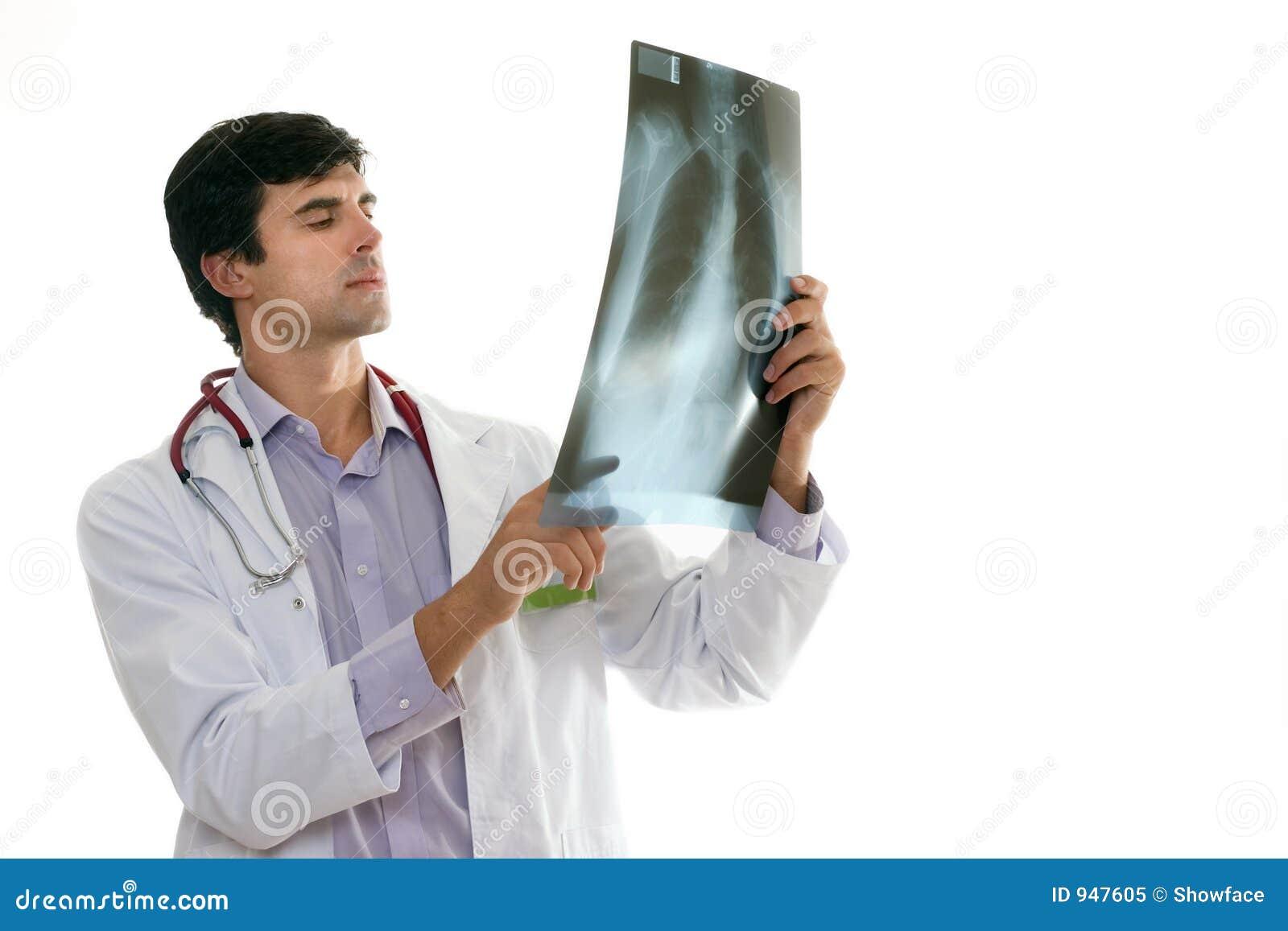 Doktor mit Brustradiographie