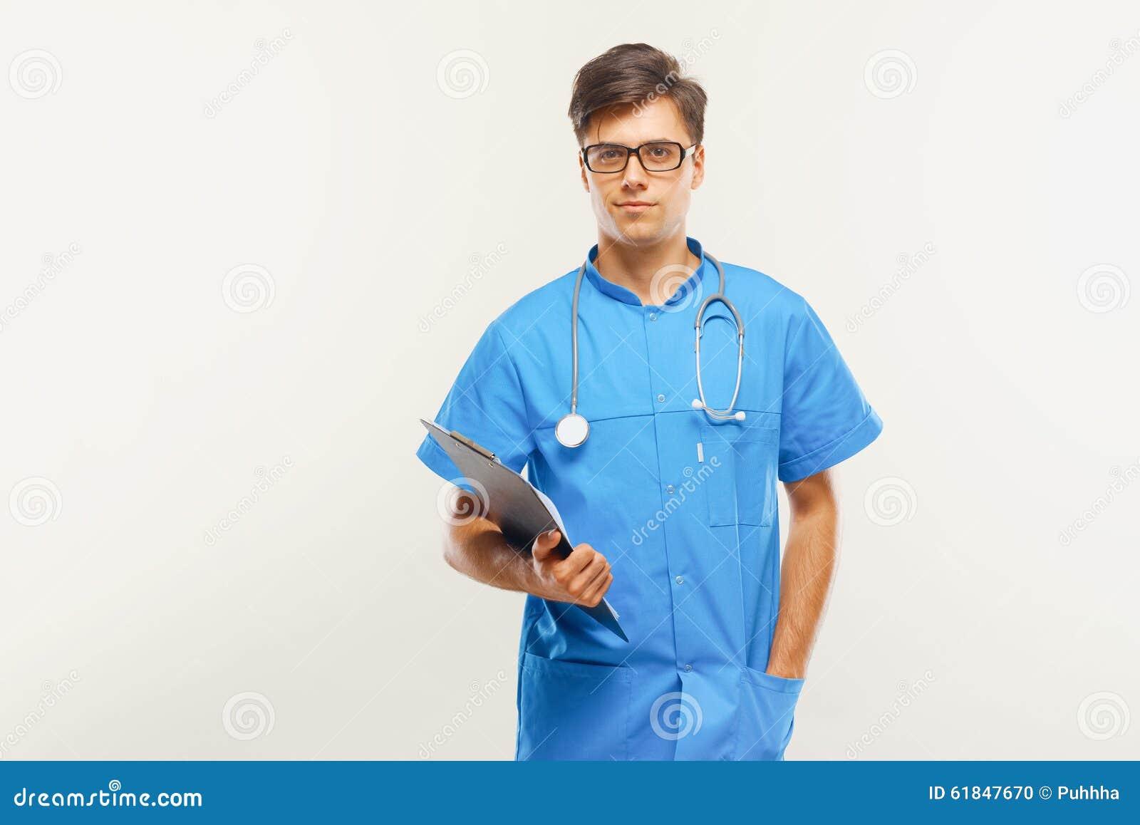 Doktor With Stethoscope Around hans hals mot Grey Background