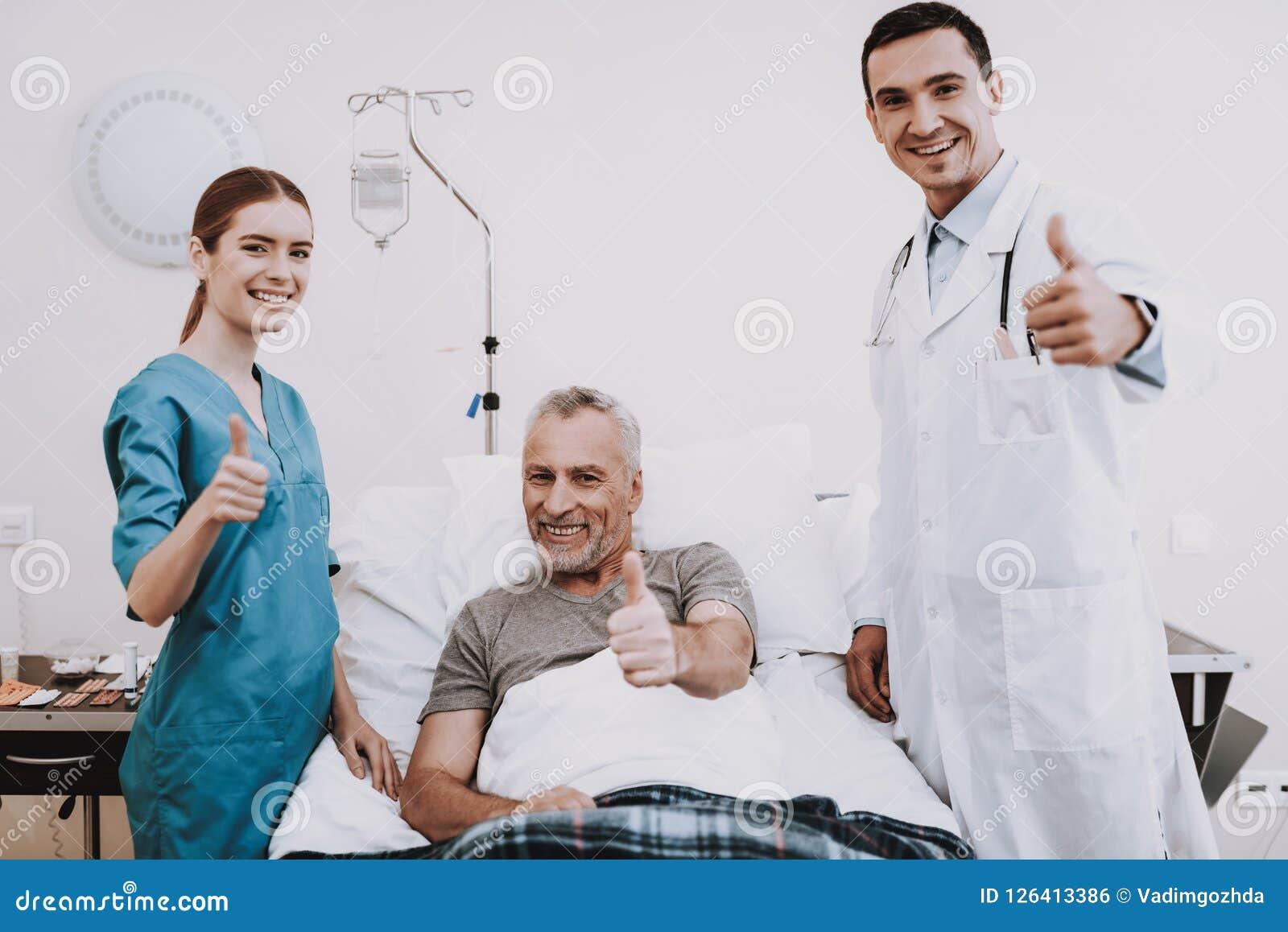 Doktor und Krankenschwester in Clinik Therapie in der Klinik