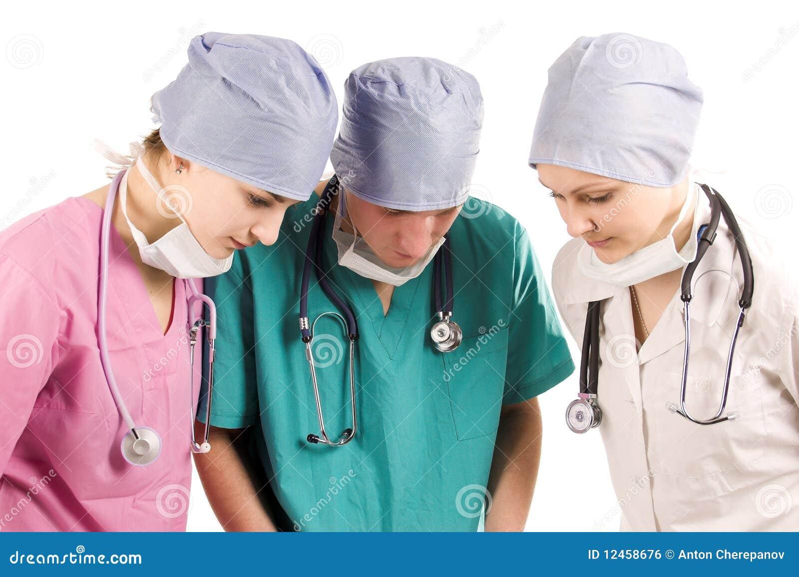 Doktorer placerar arbete tre