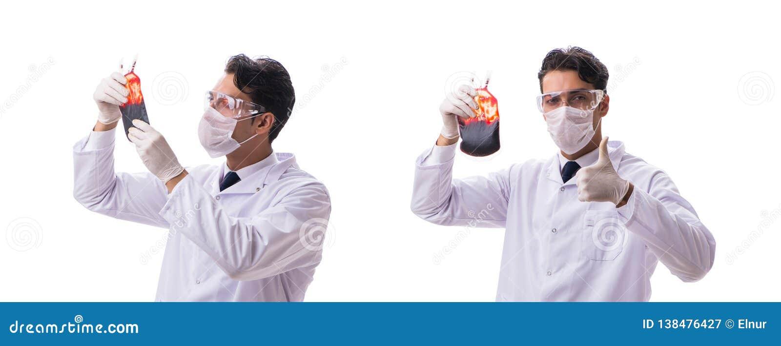 Doktorn i begrepp för bloddonation som isoleras på vit
