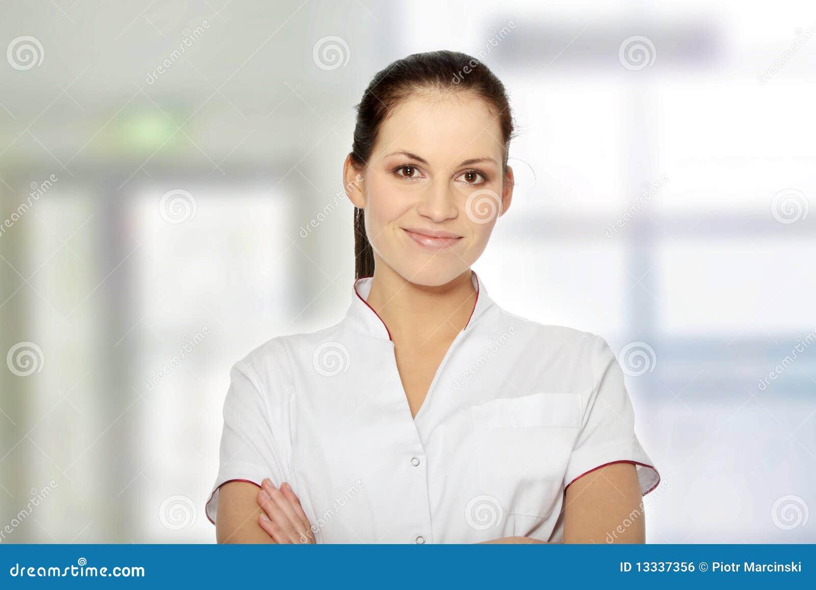Doktorska żeńska pielęgniarka