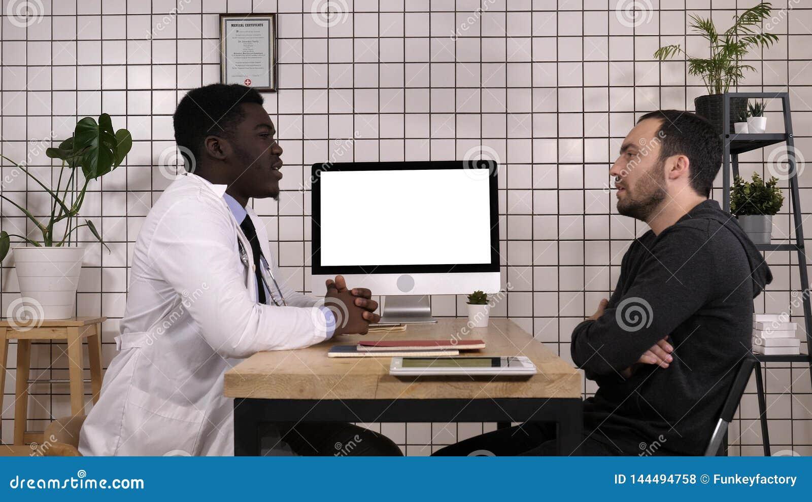Doktorski opowiadać jego męski pacjent Biały pokaz