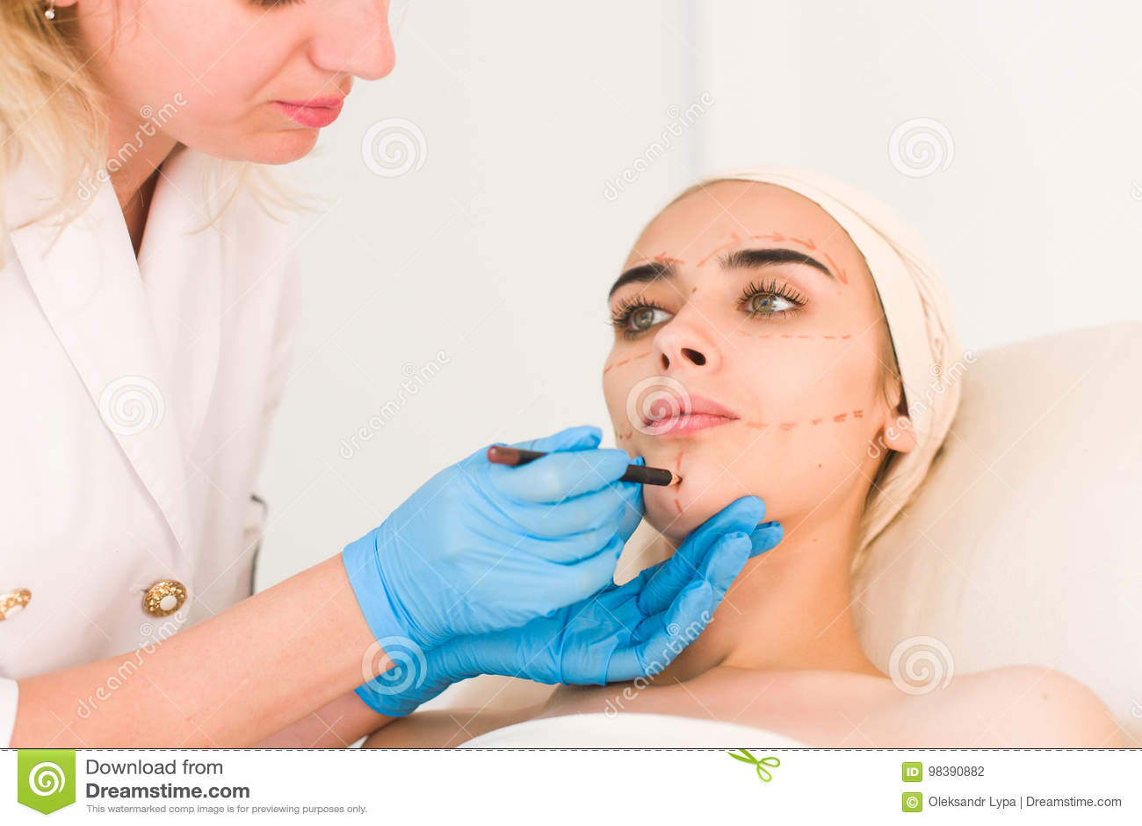 Doktorskie rysunek oceny na żeńskiej twarzy