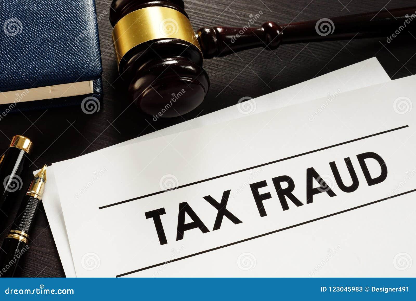 Dokumente über Steuerhinterziehung im Gericht