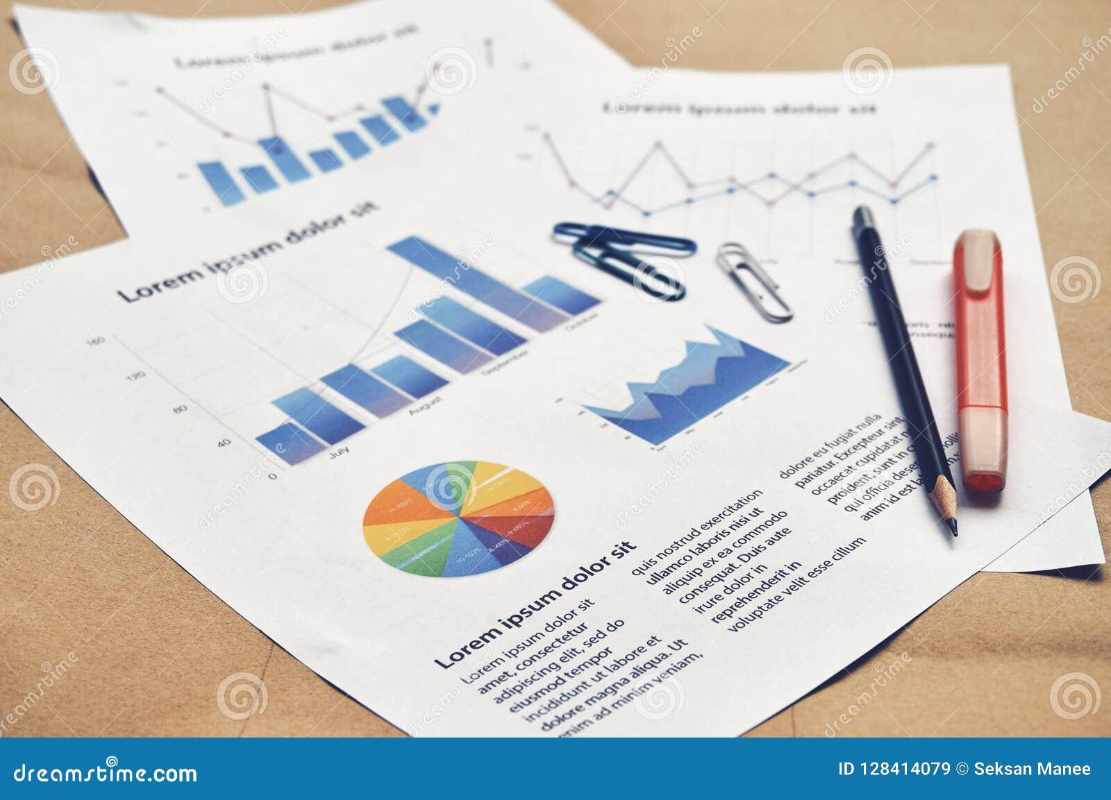 Dokumenterar falsk finansiell statistik med den pajgrafen, stången och lin
