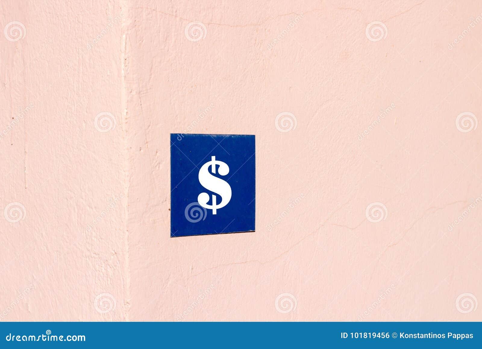 Dolarowy znak przy powierzchownością dom