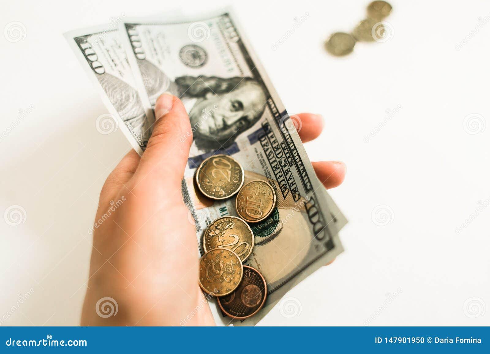 Dolary i centy na bia?ym tle