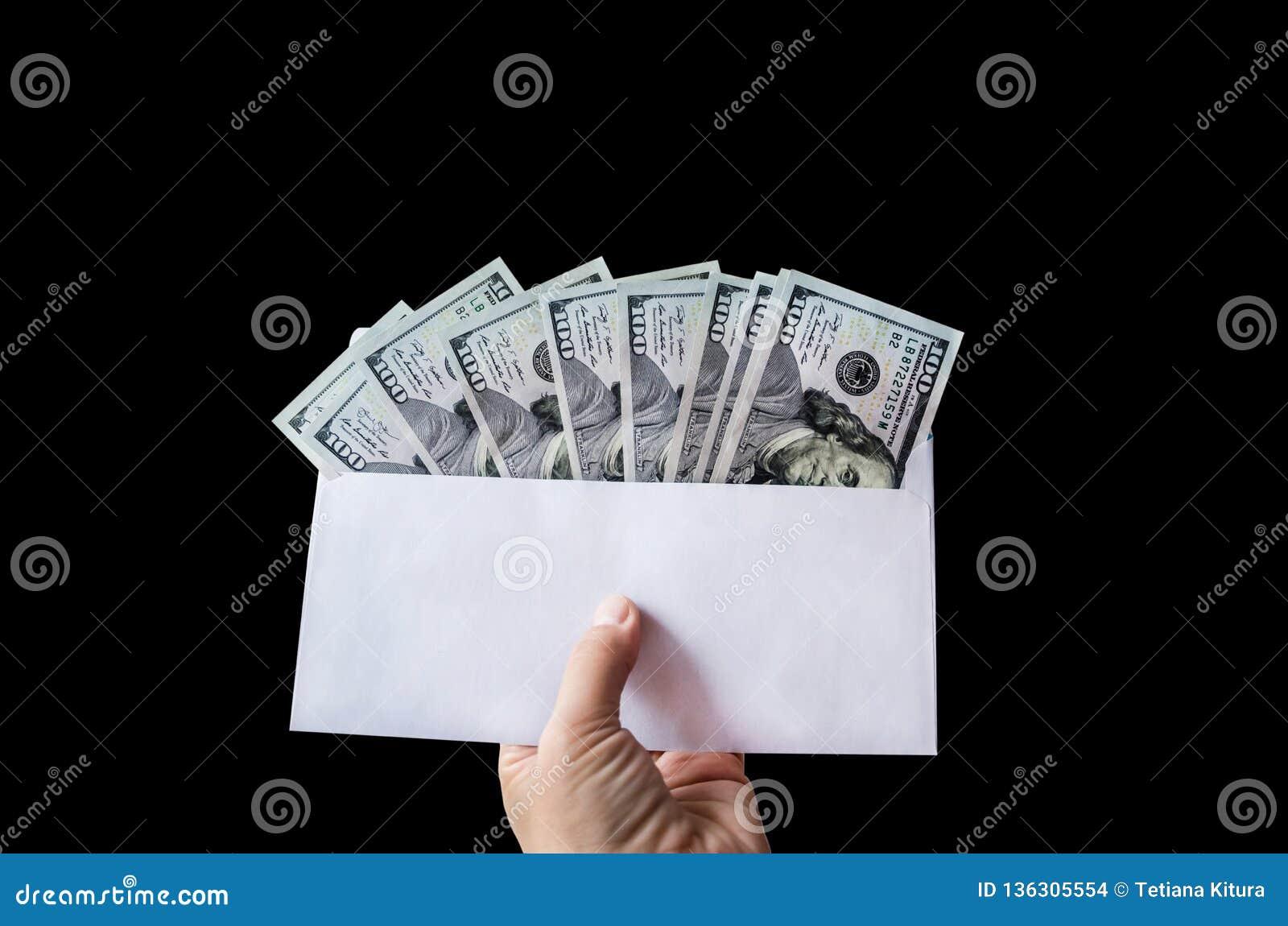 Dolary w kopercie na czarnym tle
