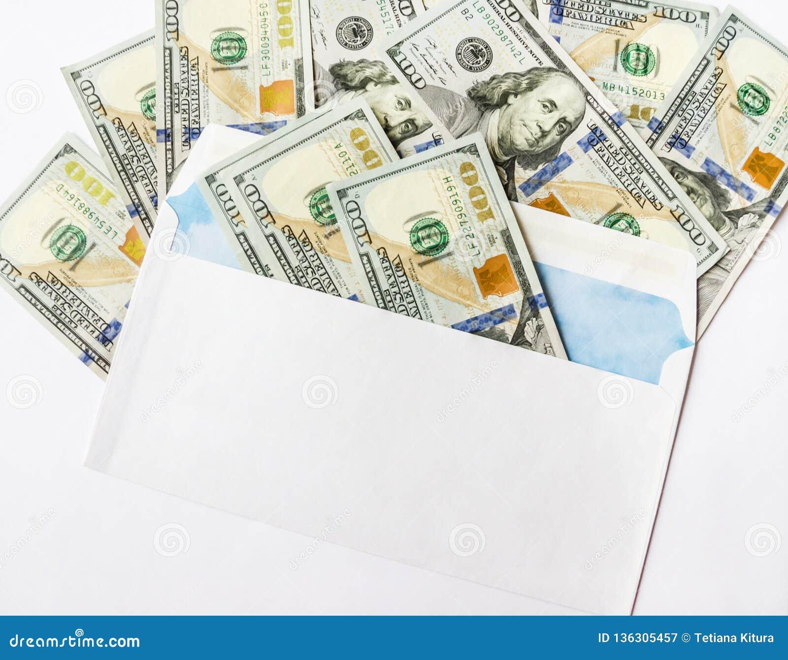 Dolary w kopercie odizolowywają na białym tle
