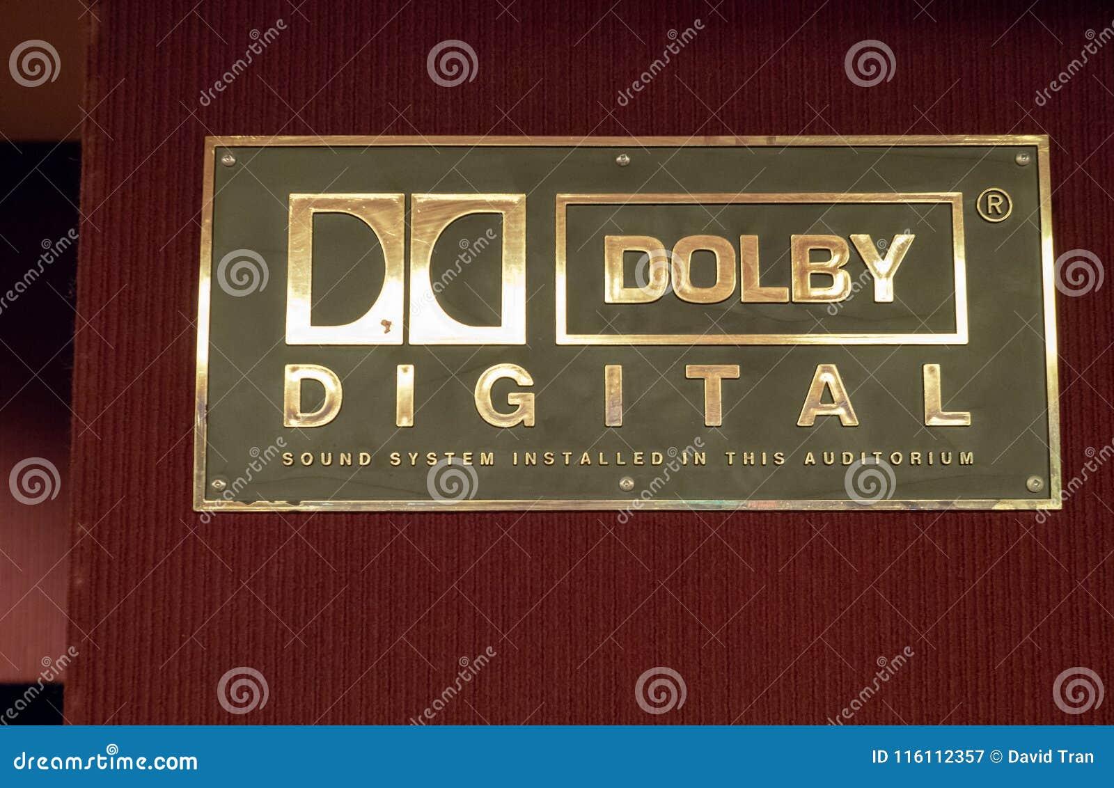 Dolby Cyfrowego logo na zewnątrz kina