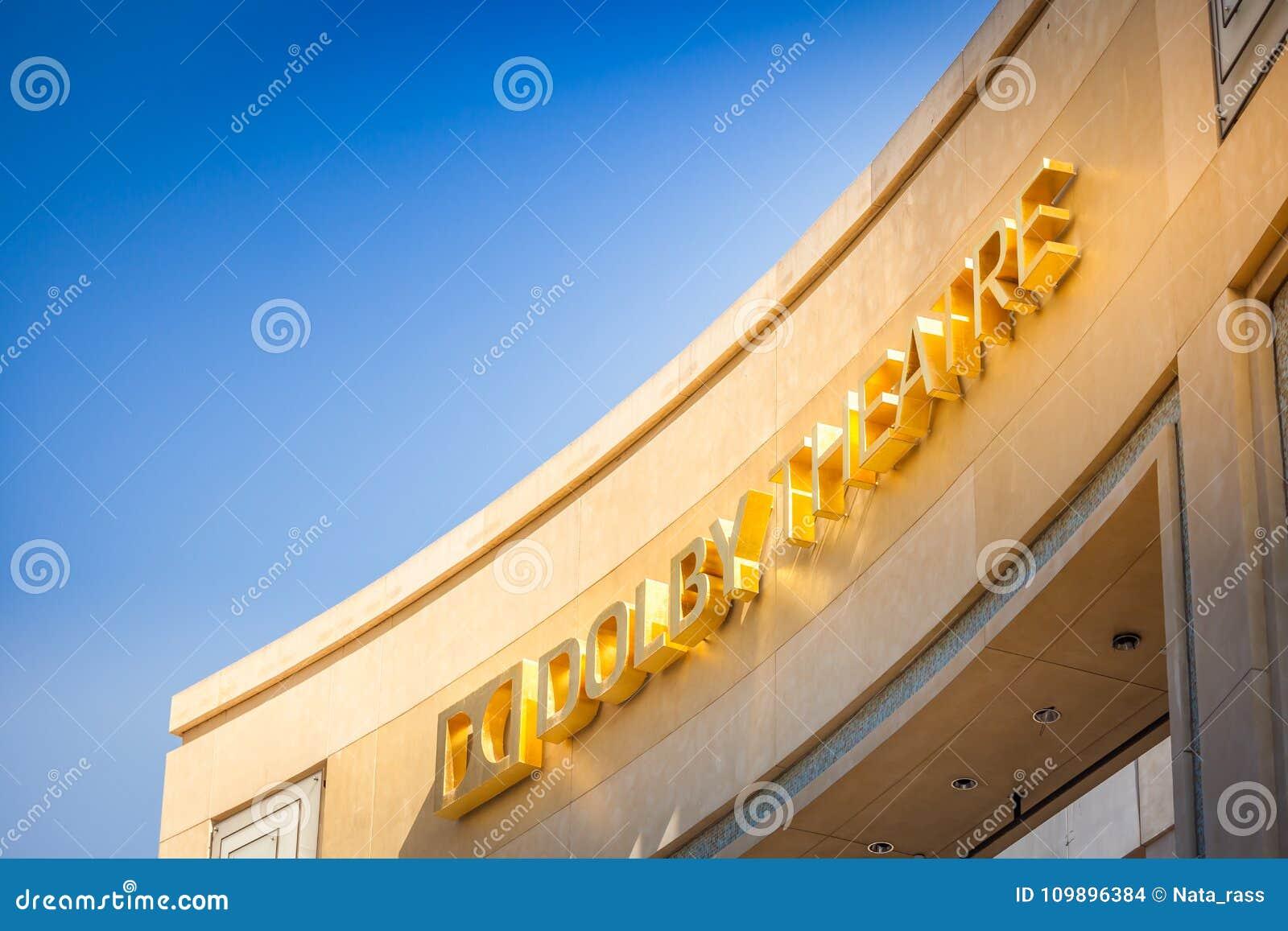 Dolby Theatre fasada przeciw niebieskiemu niebu