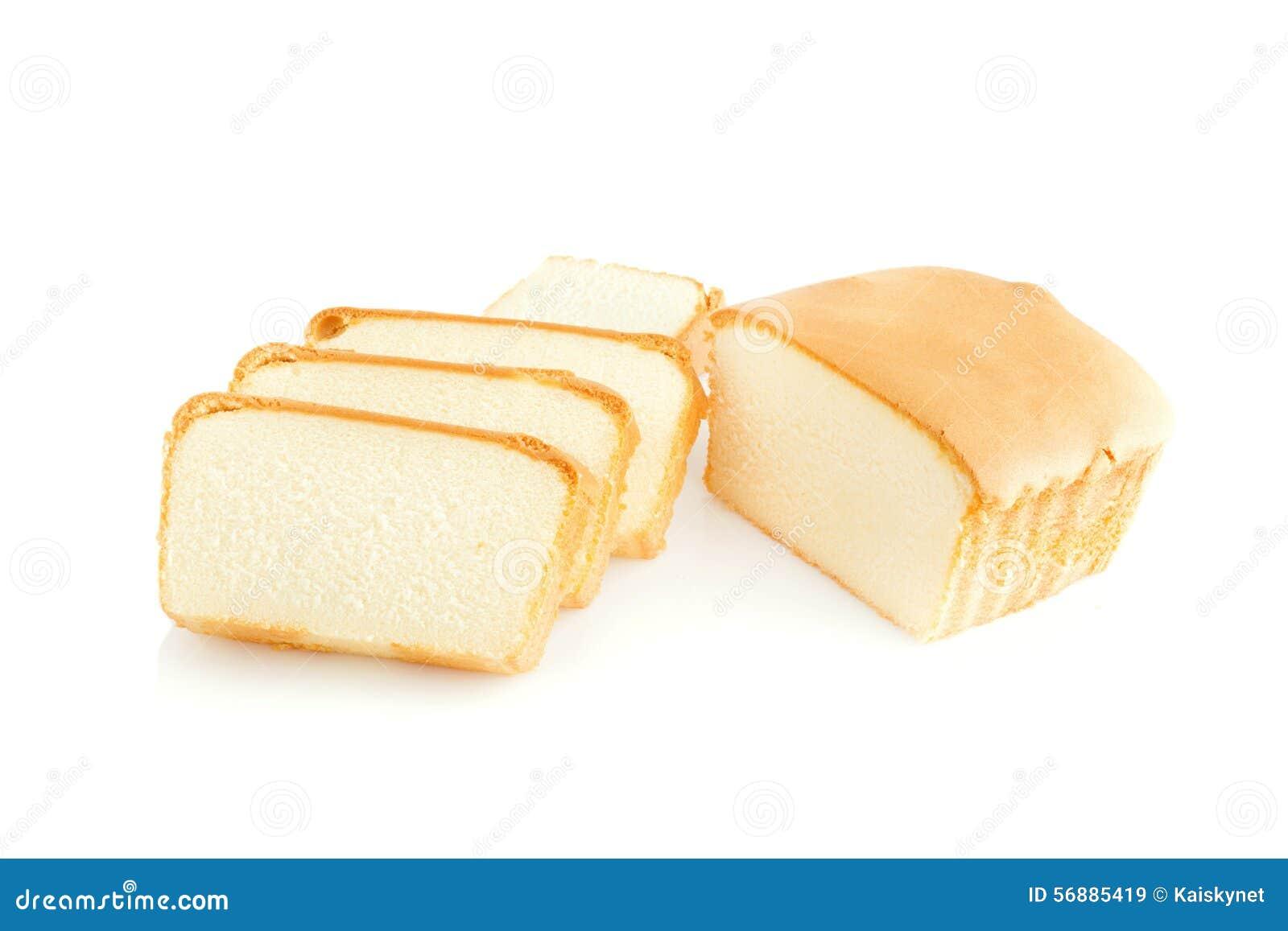 Dolce affettato del burro su fondo bianco