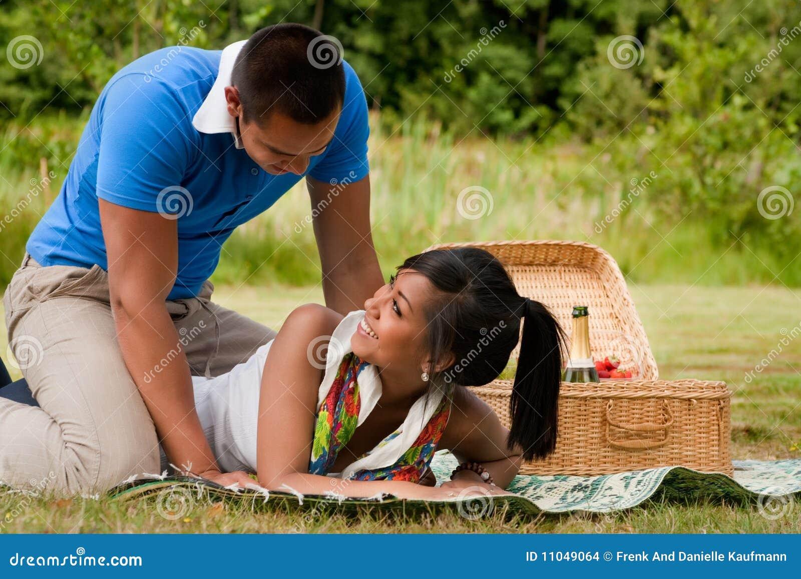 Dolce di picnic delle coppie