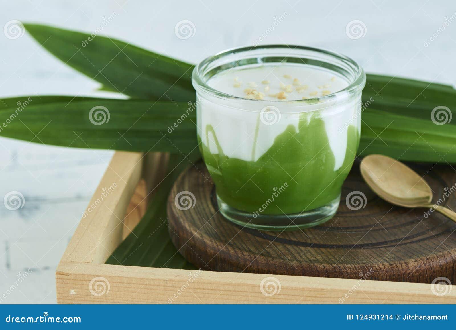 Dolce tailandese del ` di Poon Bai Tuey Kati Sod del picco di Kanom del `