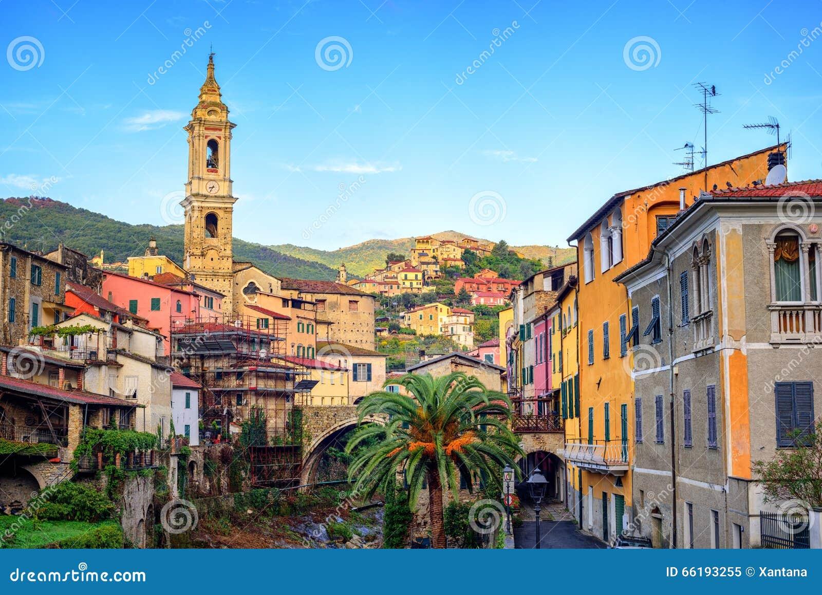 Dolcedo petite ville italienne dans la montagne maritime for Dans italien