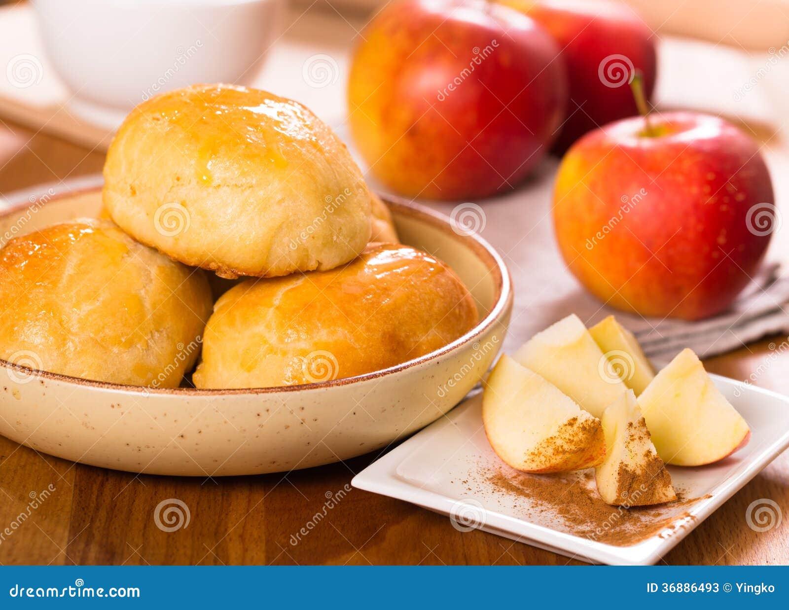 Download Dolci del tortino di Apple immagine stock. Immagine di domestico - 36886493