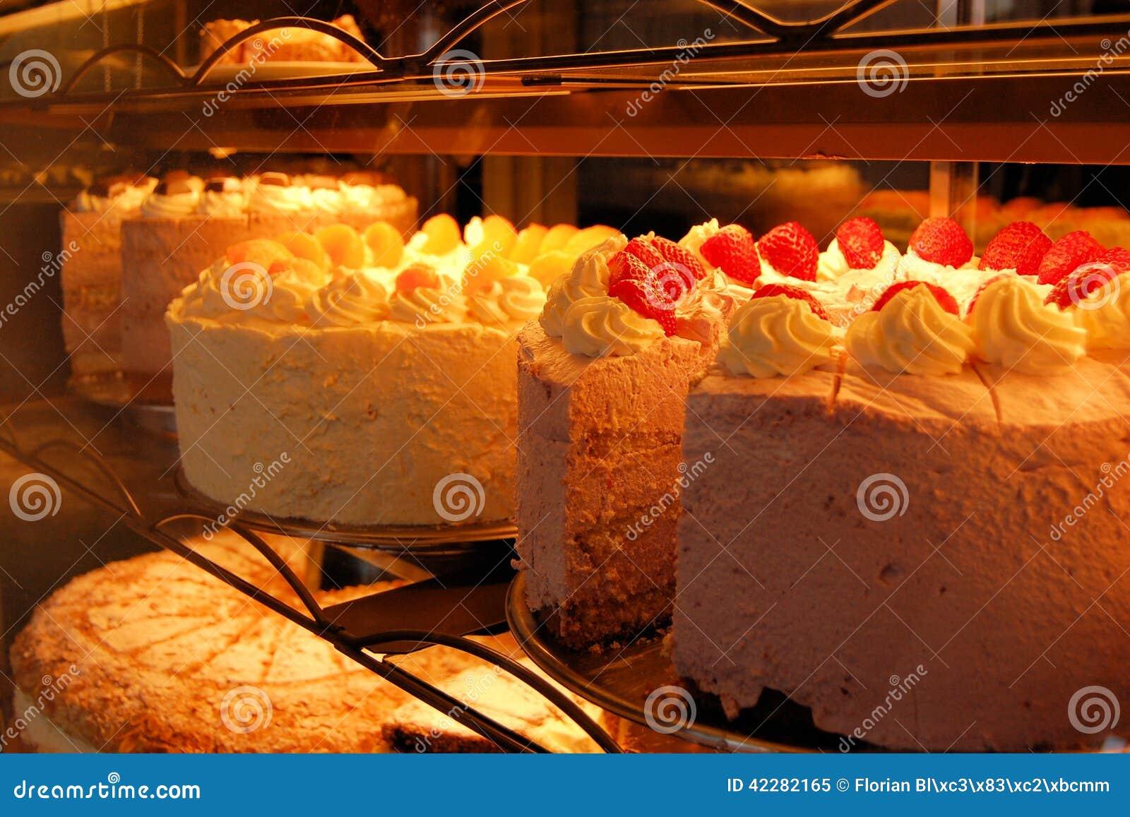 Dolci enormi con glassa nel forno tedesco immagine stock - Forno ventilato per torte ...