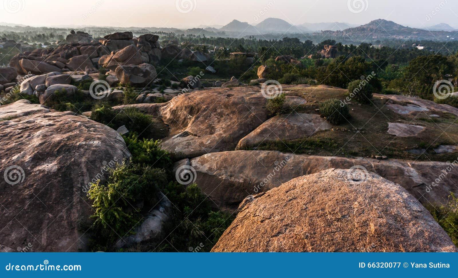Dolina blisko Hampi, Karnataka, India