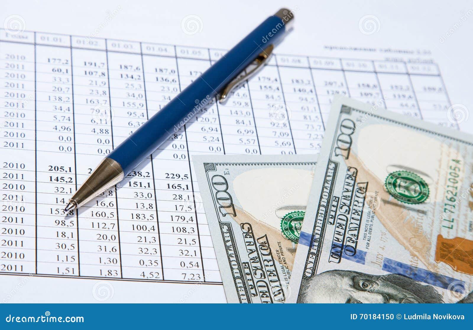 Dollar och blåttpenna på dokument
