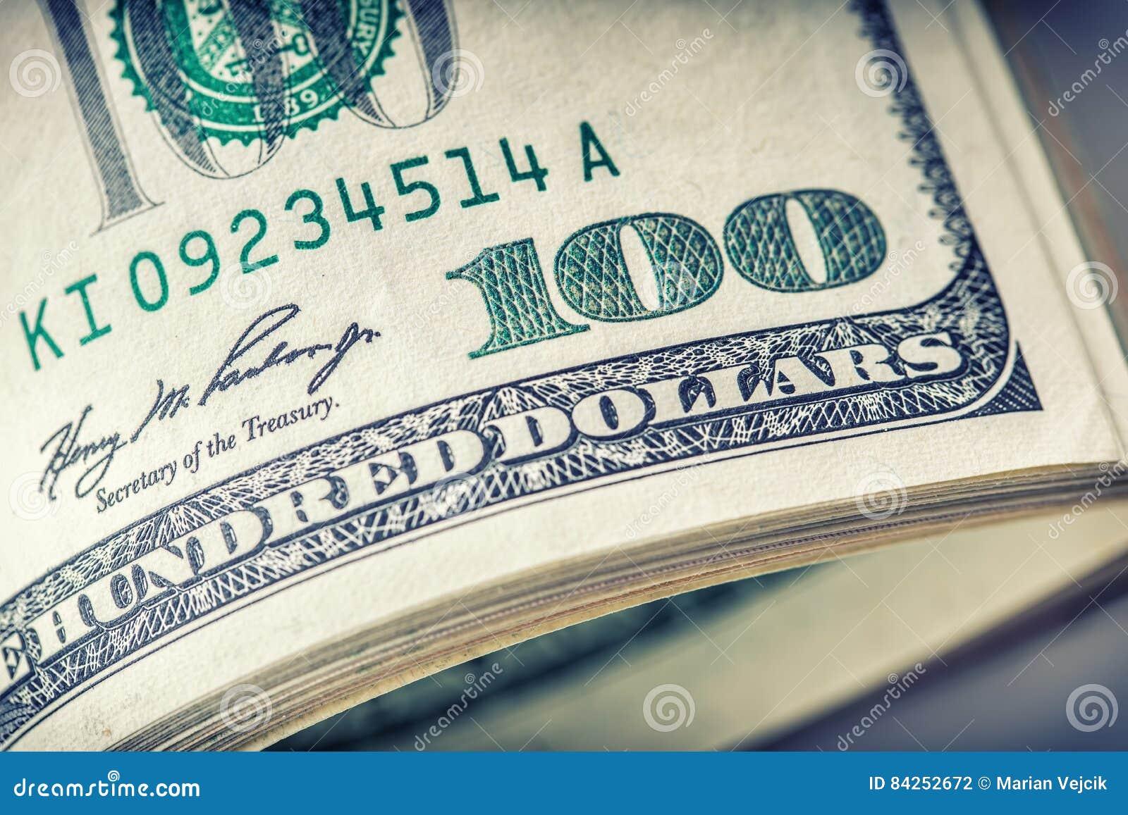 Dollar rollten Nahaufnahme Amerikanische Dollar Bargeld- Hundert Dollarbanknoten