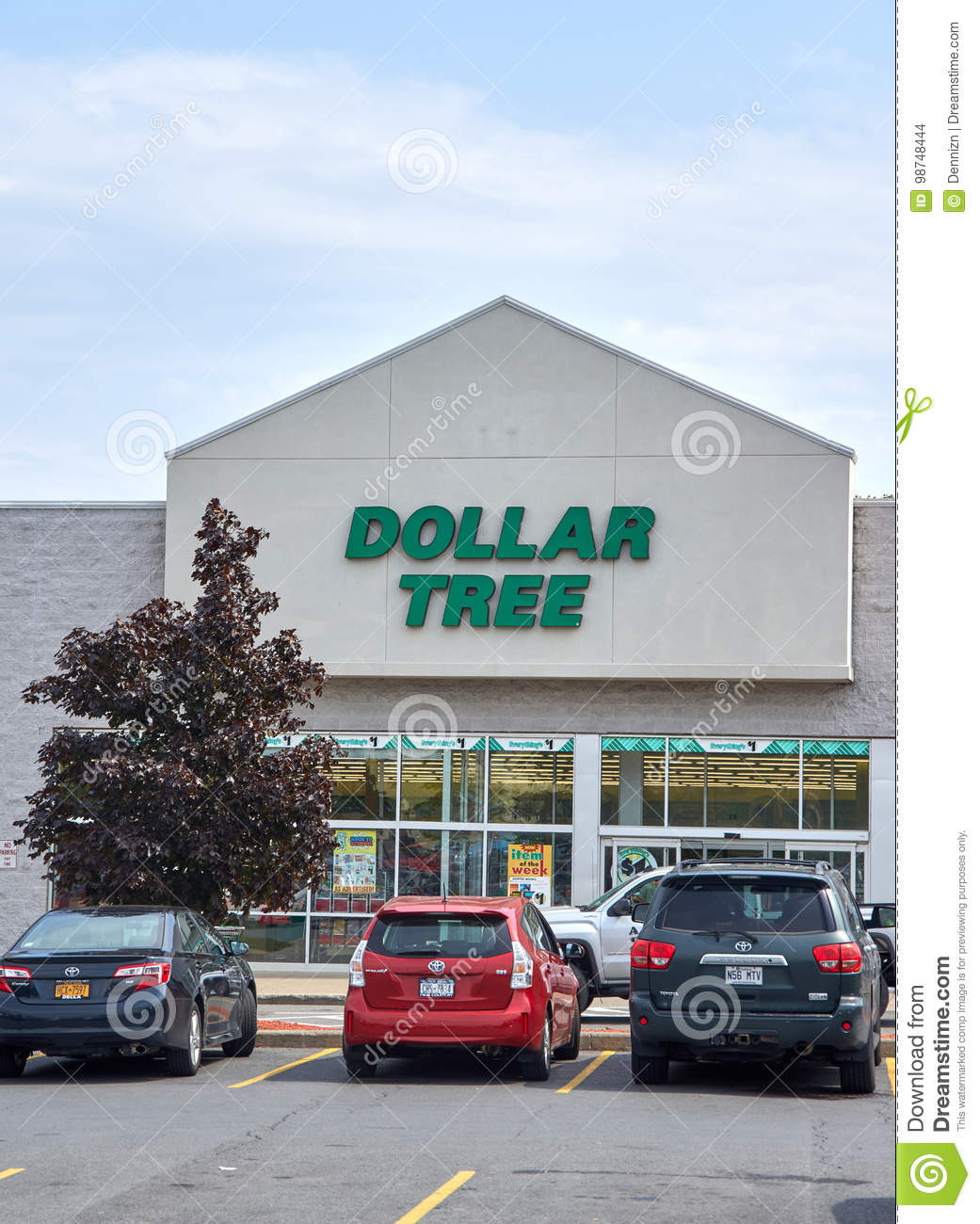 Dollar Tree Store Locator Inc: Dollar Tree Store And Sign. Editorial Stock Image