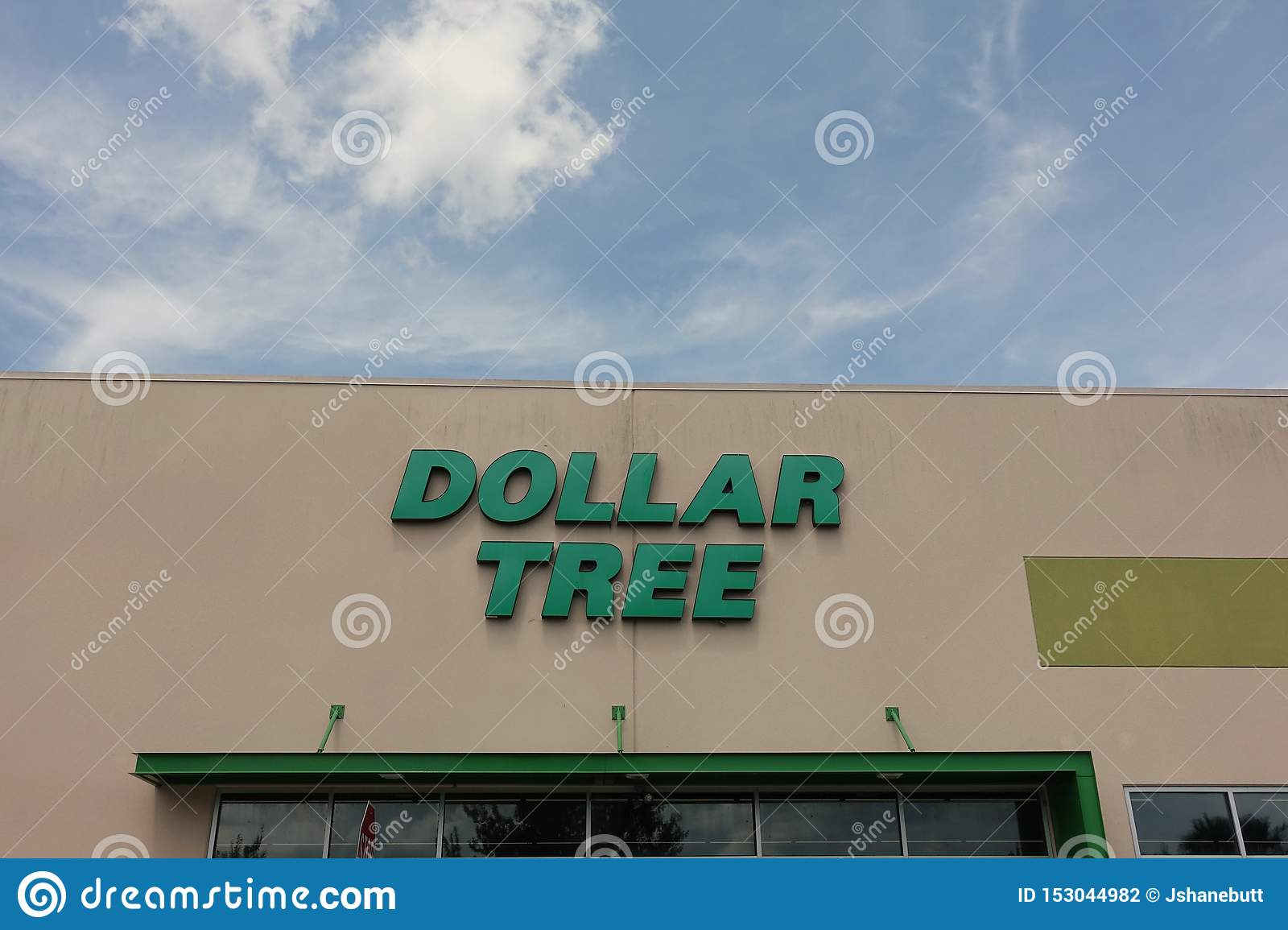 Dollar Tree store front view