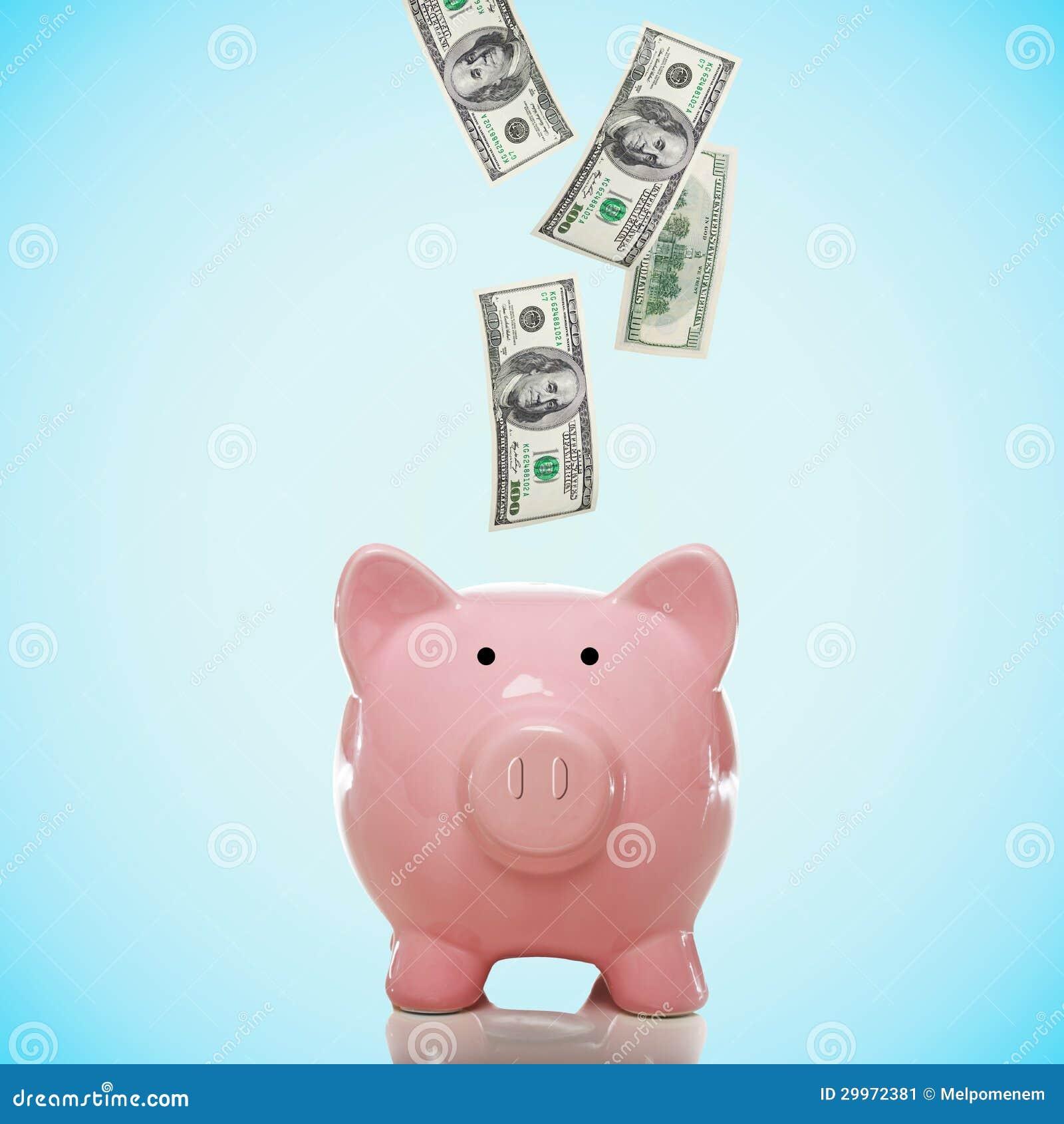Piggy packa ihop med hundra dollarräkningar