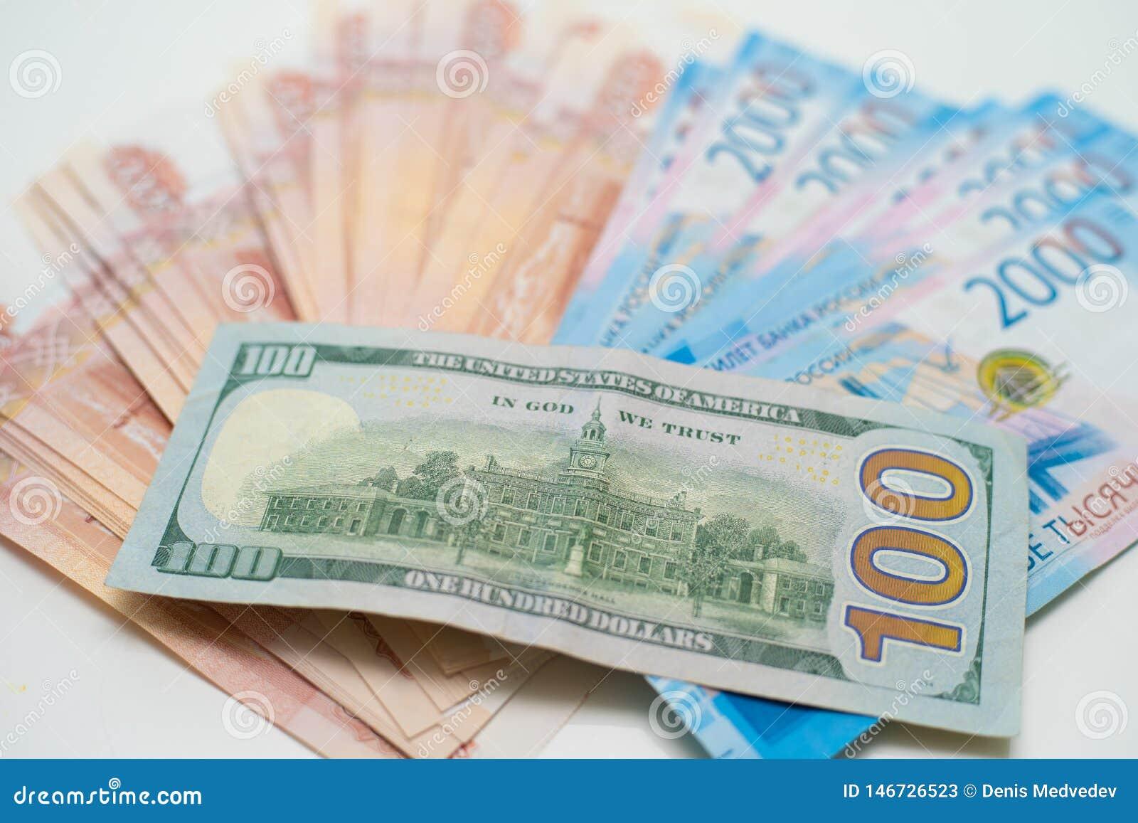 Dollarna och rublen ?gander?tt f?r home tangent f?r aff?rsid? som guld- ner skyen till
