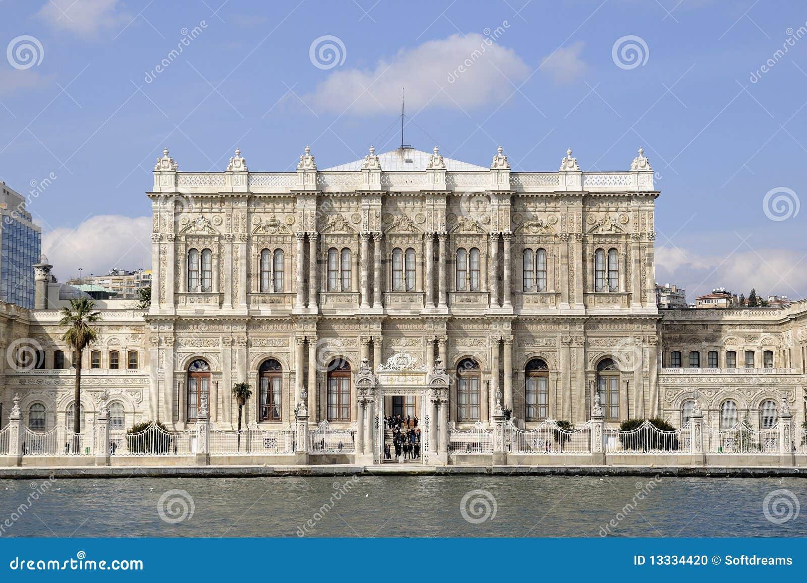 Dolmabahce bramy pałac