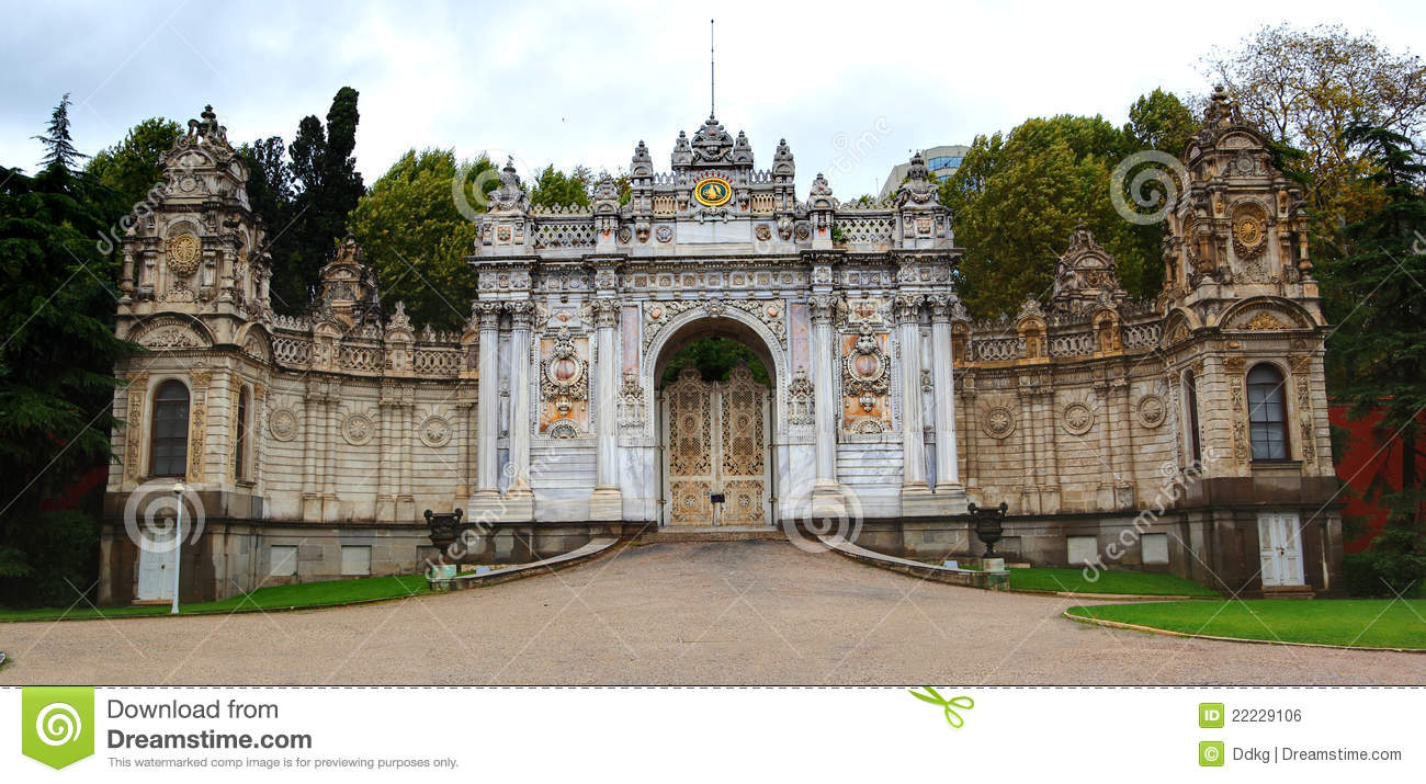Dolmabahce palace grand entrance gate istanbul stock for Grand entrances