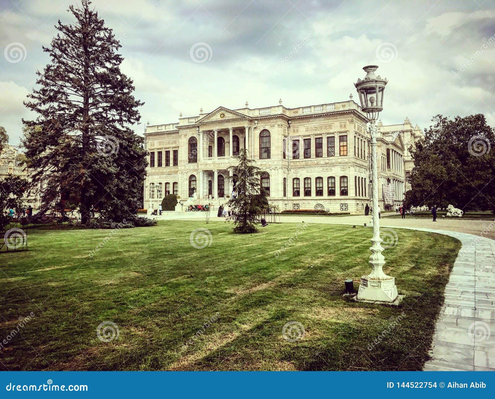 Dolmabahce-sarayi Istanbul