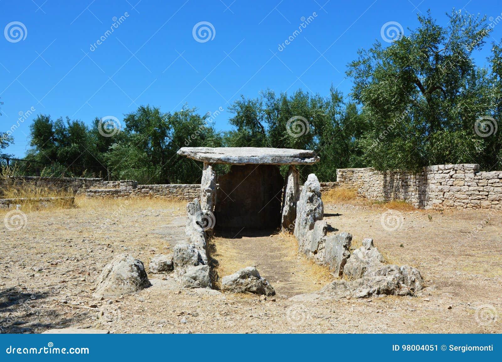 Dolmendella Chianca i den Bisceglie staden, Apulia, Italien