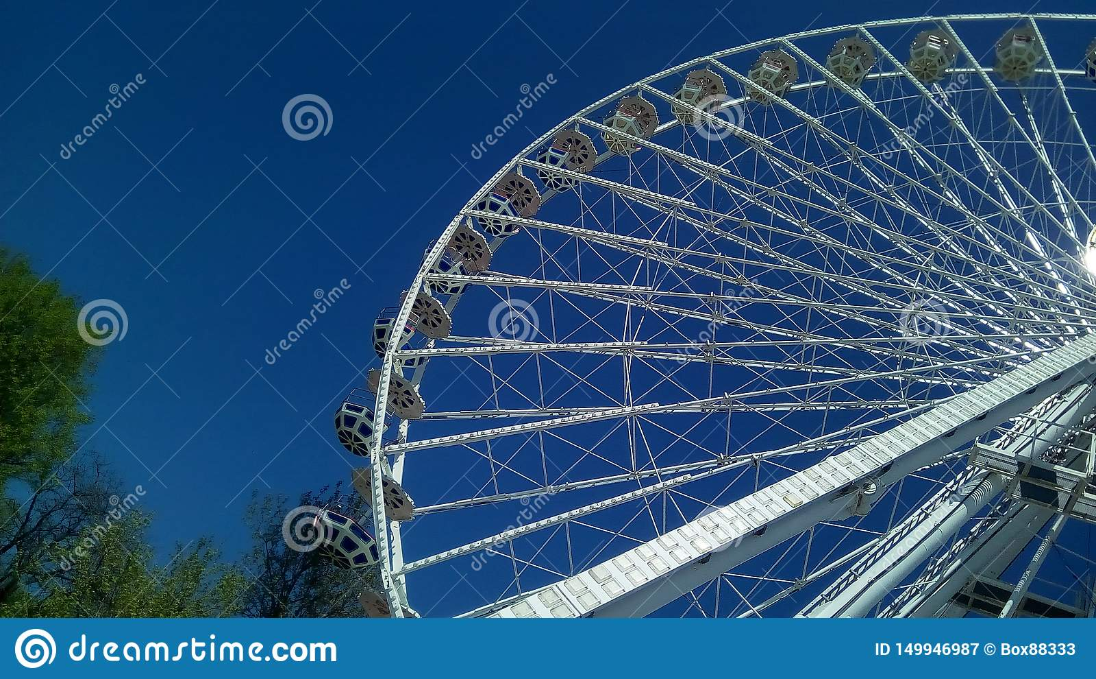Dolny widok część miastowy Ferris koło