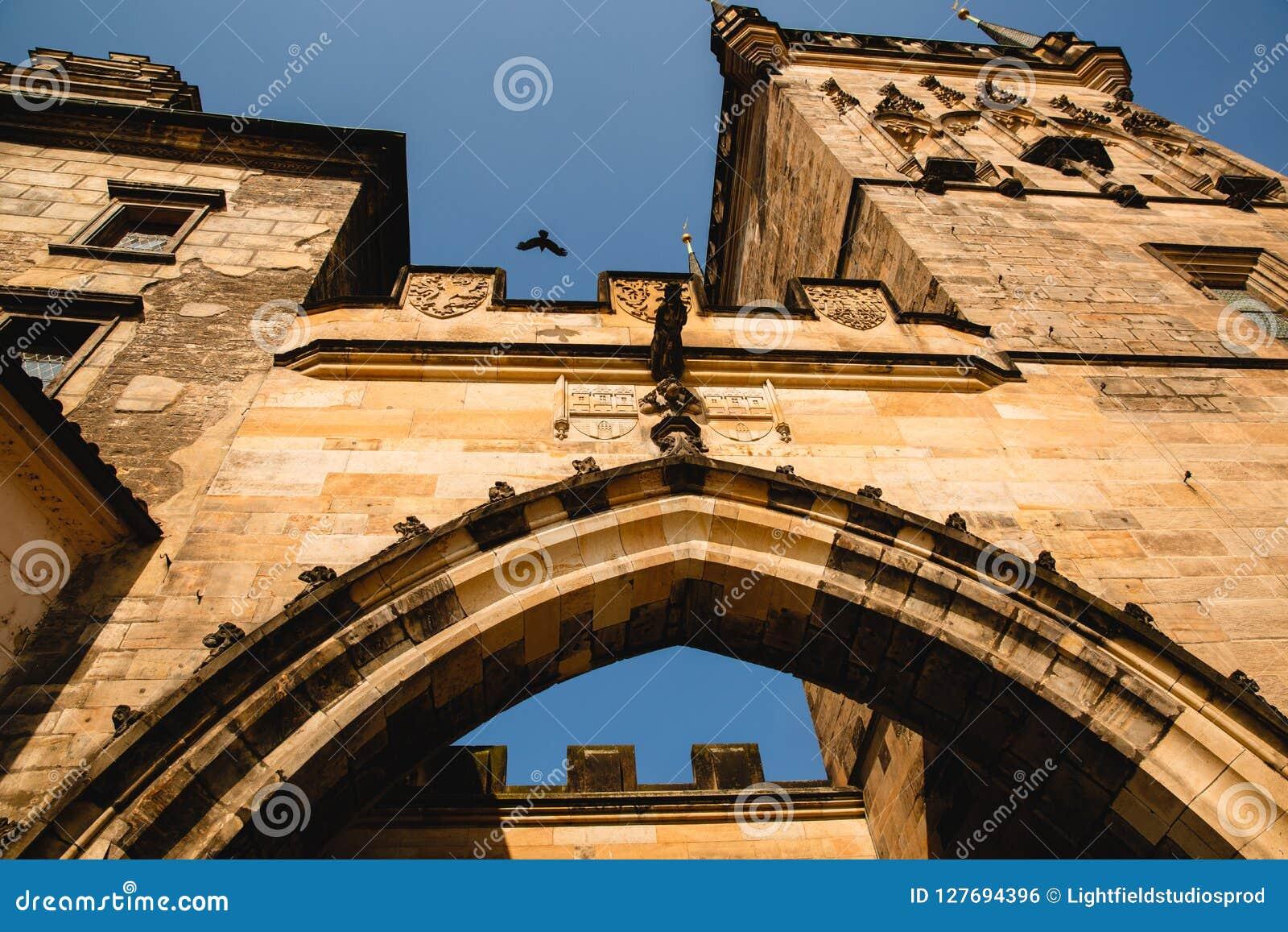 Dolny widok stary wierza w Praga, republika czech