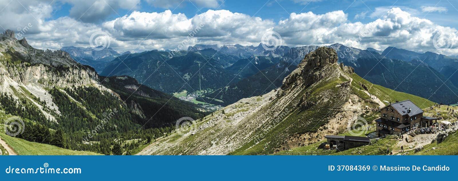 Download Dolomit góry krajobraz obraz stock. Obraz złożonej z podróż - 37084369