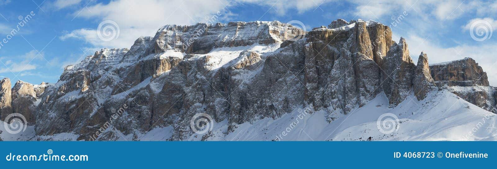 Dolomites do panorama da montanha do inverno