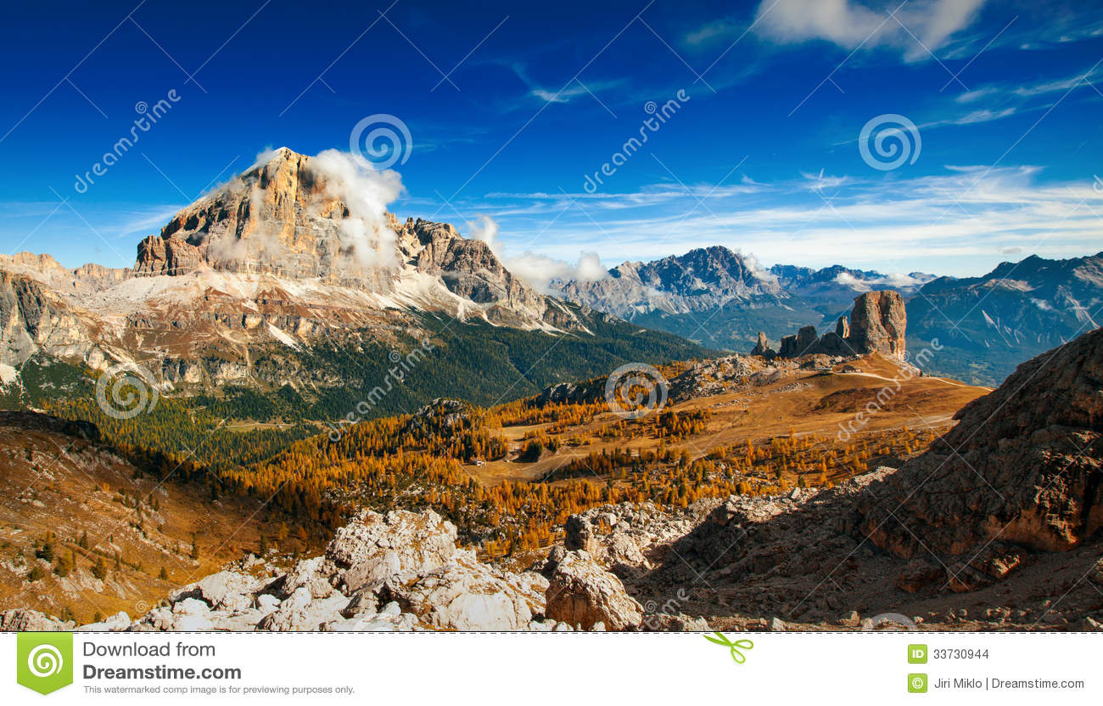 Dolomiti italiano - montañas del ofhigh de la visión panorámica