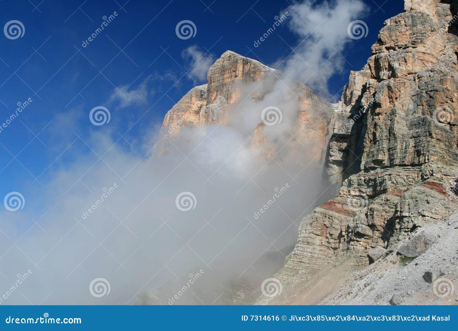 Dolomiti nas nuvens (Tofana di Rozes)