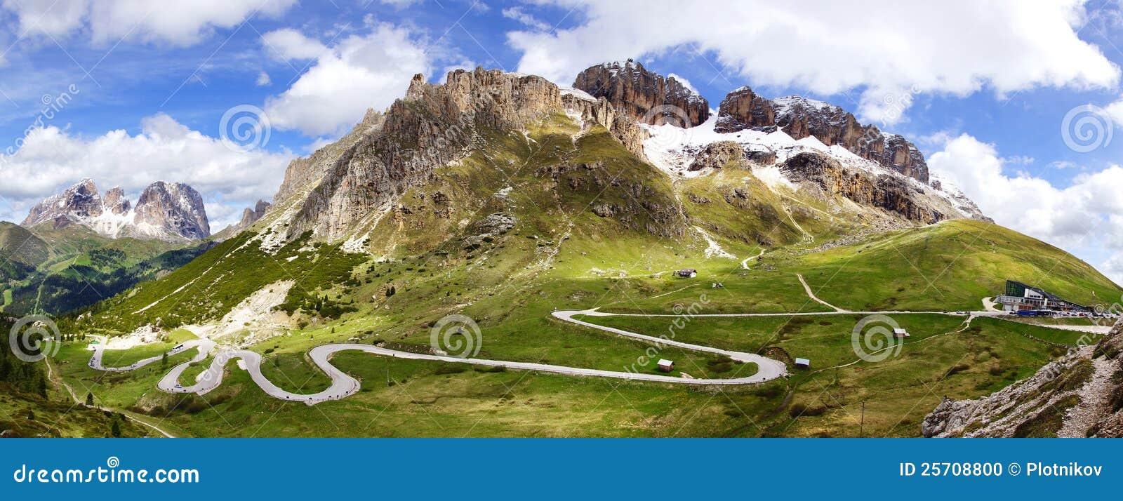 Dolomity kształtują teren halną drogę