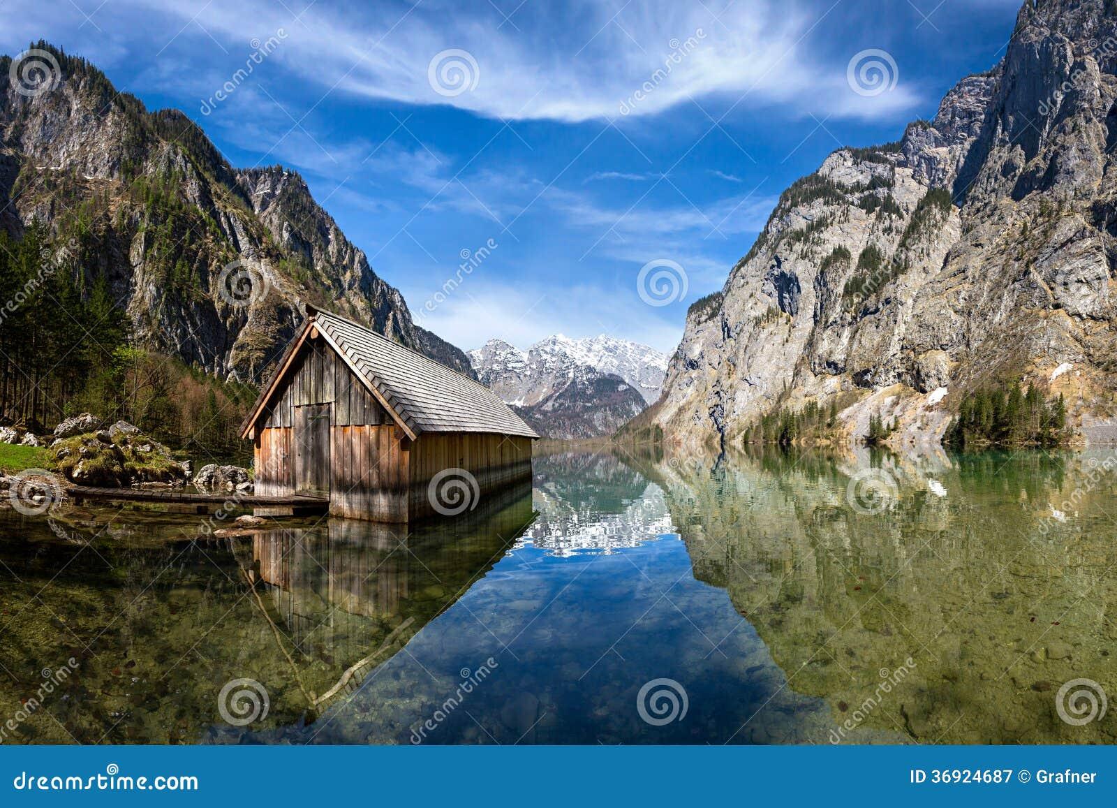 Dom przy jeziorem