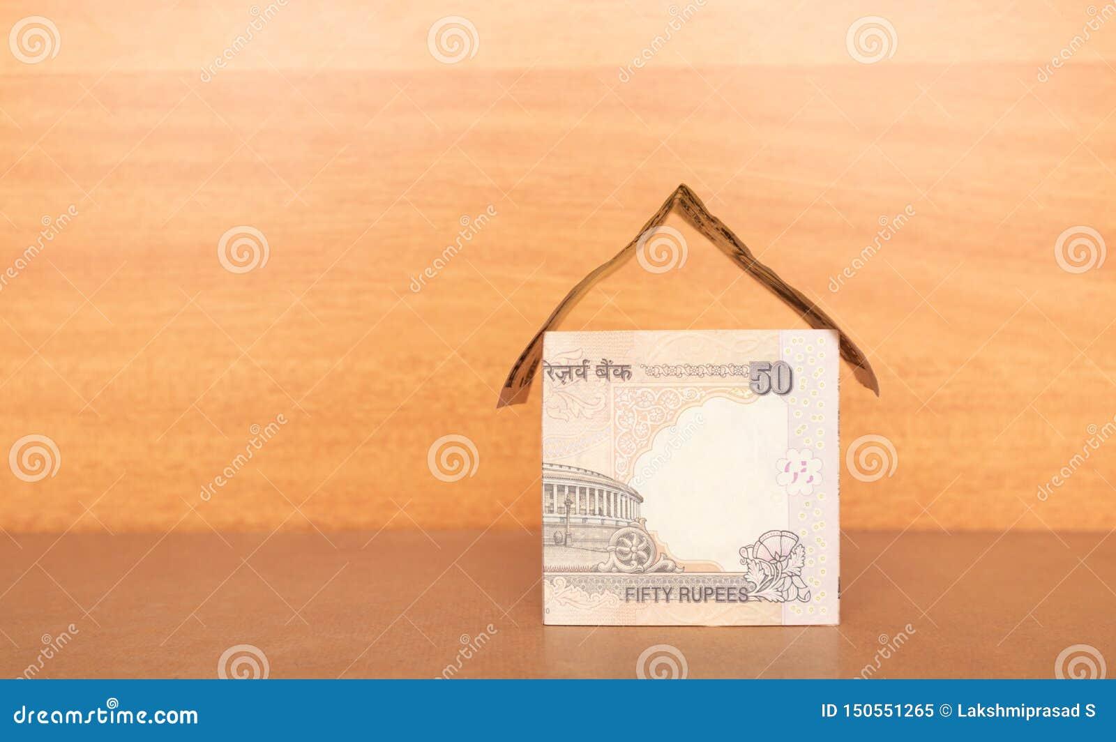 Dom robić od Indiańskiej waluty z kopii przestrzenią, pojęcie budować dom z pieniądze
