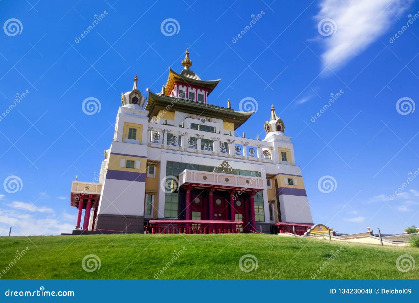Domicílio dourado da Buda Shakyamuni, templo budista em Elista
