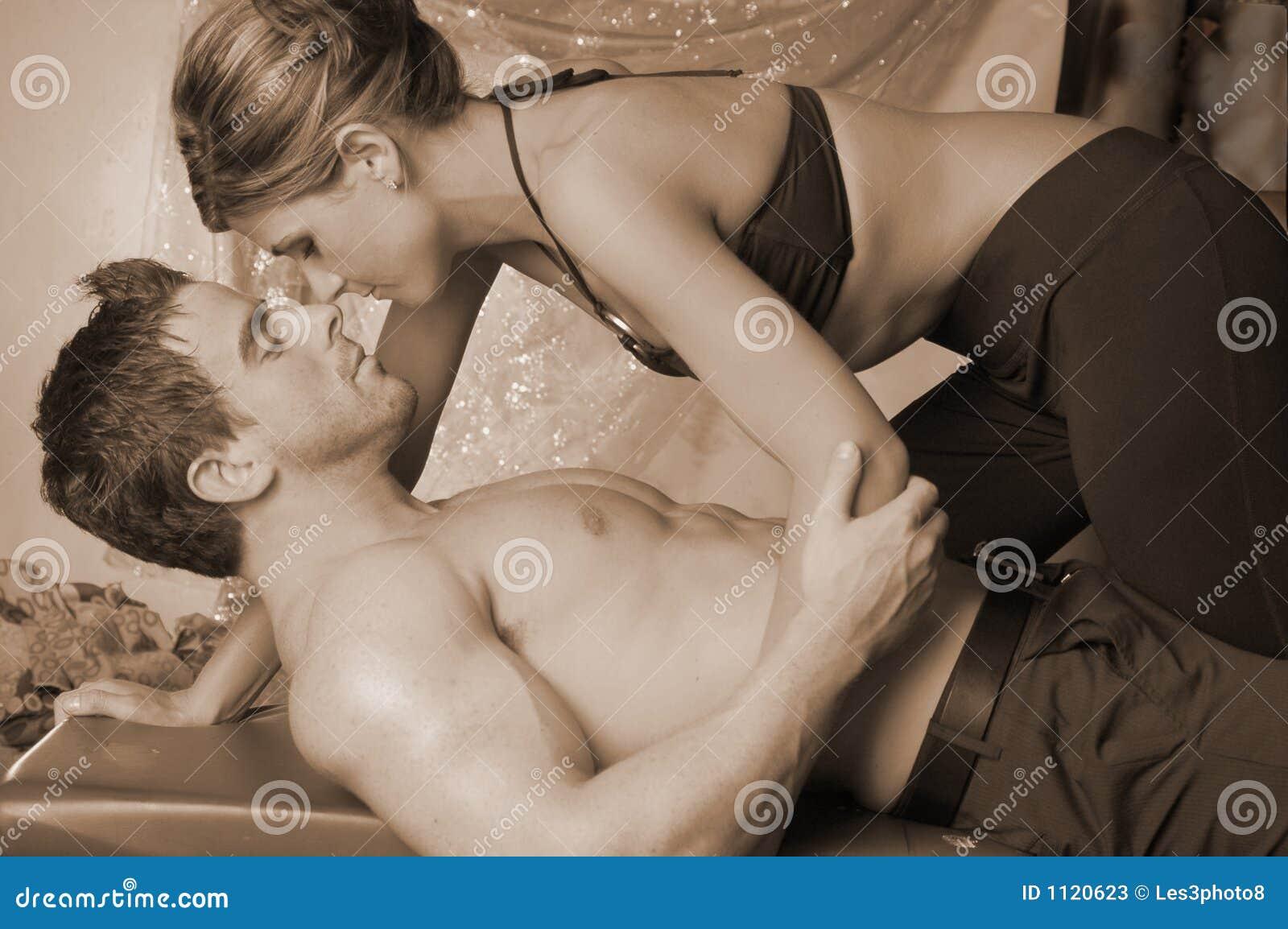 woman kissing Dominant